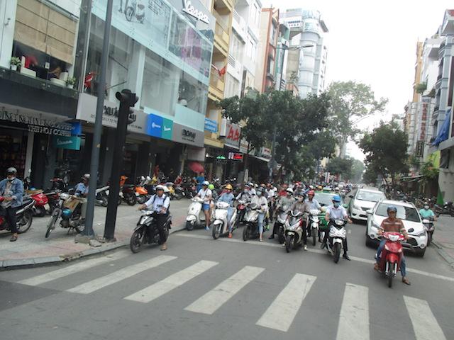 Überfüllte Straßen mit unglaublich vielen Mopeds...
